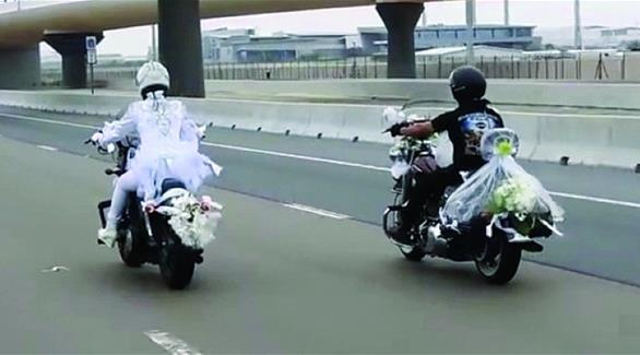 """اخبار الامارات العاجلة 0201609060341991 أبوظبي: محامي """"عروس الدراجة النارية"""" يقدم صحيفة إدعاء بالحق المدني للنيابة العامة اخبار الامارات  الامارات"""