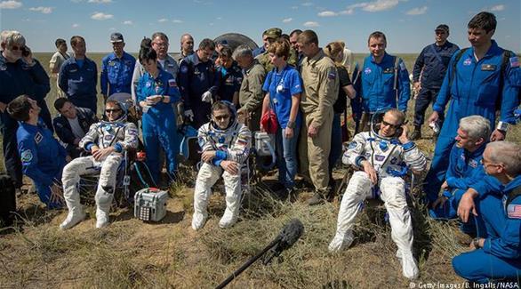 عودة فريق من طاقم محطة الفضاء الدولية إلى الأرض