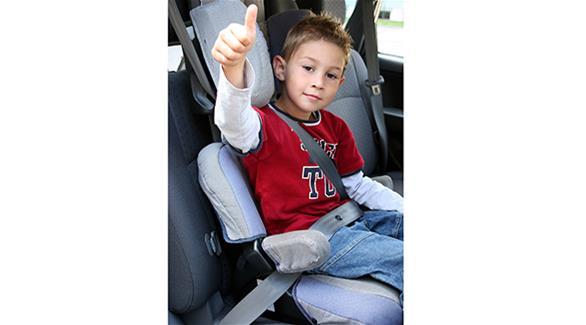 كيفية ربط حزام الأمان لمقعد الأطفال في السيارة