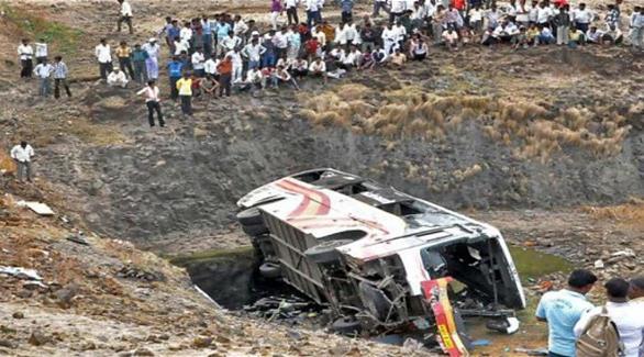 مقتل 16 شخصاً بسقوط حافلة من أعلى جسر في الهند