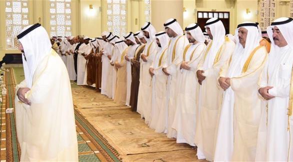 حاكم أم القيوين يؤدي صلاة عيد الأضحى المبارك