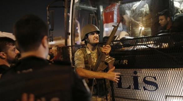 اخبار الامارات العاجلة 0201609220145171 اعتقال أستاذ اقتصاد تركي رغم نداء عالمي لإطلاق سراحه أخبار عربية و عالمية