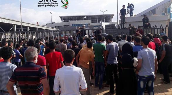 بالصور: بدء إجلاء مقاتلي المعارضة من حي الوعر في حمص