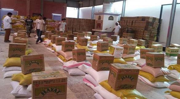 الهلال الأحمر الإماراتي يوزع 4500 سلة غذائية في المكلا بحضرموت