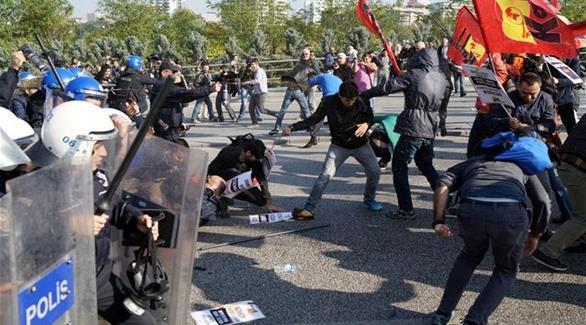 بالصور: مواجهات بين الشرطة التركية ومتظاهرين في ذكرى اعتداء أنقرة