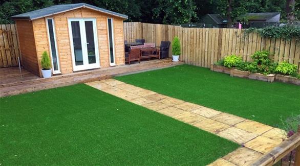 9 فوائد لاستخدام العشب الصناعي في حديقة منزلك