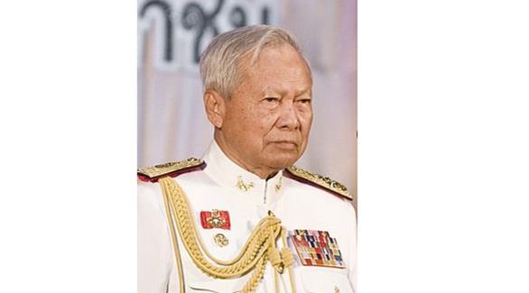 تايلاند: رئيس وزراء سابق يتولى الوصاية على العرش