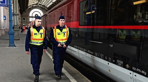 المجر: اعتقال 11 شخصاً خلال مداهمات استهدفت النازيين الجدد