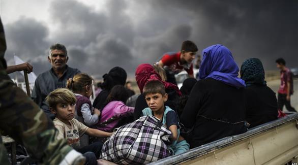عشرات النازحين يفرون من الموصل إلى مناطق سيطرة الحكومة