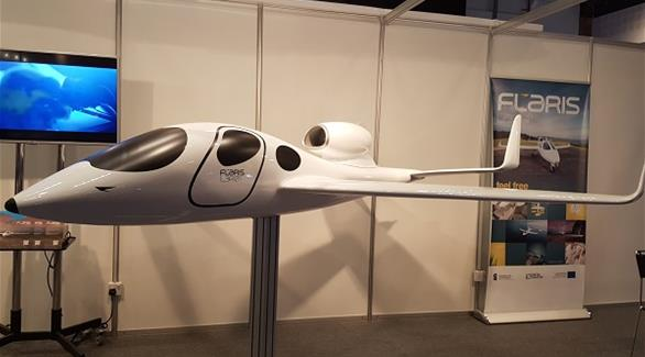 بالصور: أبوظبي تشهد عرض أسرع وأصغر طائرة شخصية بالعالم