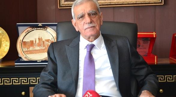 تركيا: أمر باعتقال رئيس بلدية سابق مؤيد للأكراد بتهمة الإرهاب