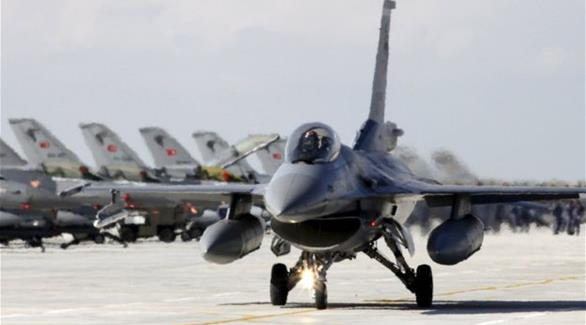 الجيش التركي يعلن قصف أهداف لداعش في الباب السورية