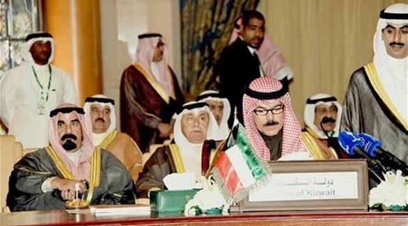 وزير الداخلية الكويتي: نقف إلى جانب السعودية في الدفاع عن المقدسات الإسلامية