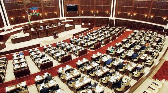 أذربيجان: البرلمان يجرم الإساءة للرئيس على الإنترنت