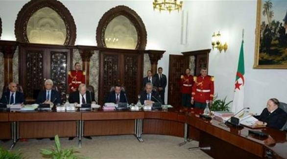 اخبار الامارات العاجلة 0201612011245335 وزراء الجزائر يتنازلون عن 10% من رواتبهم بسبب الأزمة الاقتصادية أخبار عربية و عالمية
