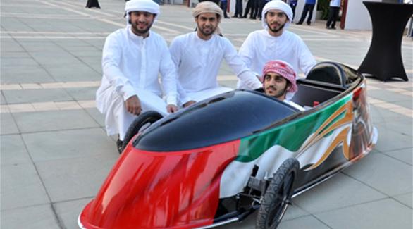 طلبة إماراتيون يخترعون سيارة كهربائية