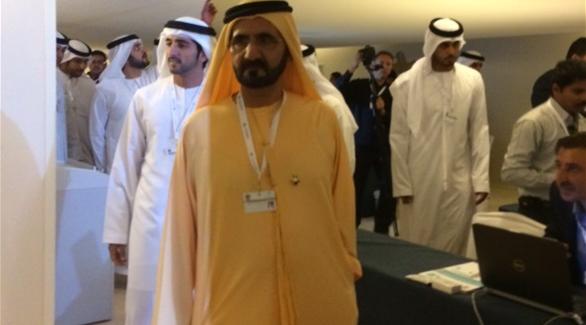محمد راشد يتفقد القمة الحكومية