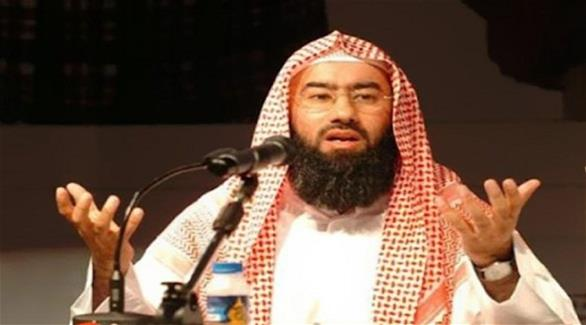 الكويت: جنسية بينهم الداعية نبيل