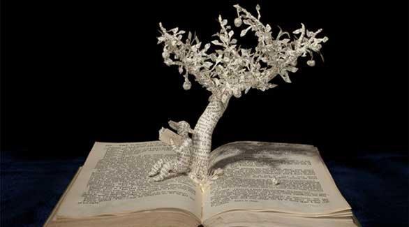 تعشق الكتب فتحوّلها إلى منحوتات 20141011015152