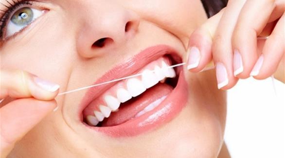 كيفية تنظيف الفراغات بين الأسنان  201512290910960