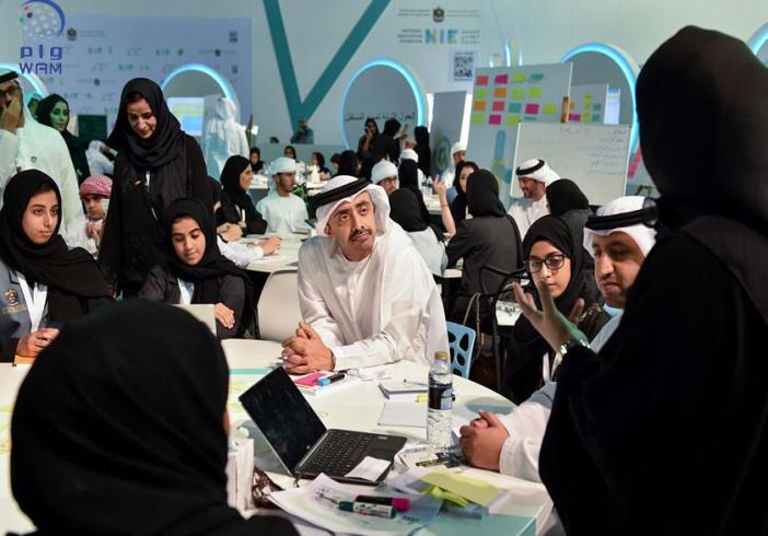 """بالصور والفيديو: عبدالله بن زايد يزور """"المعرض الوطني للابتكار 2016"""" بدبي"""