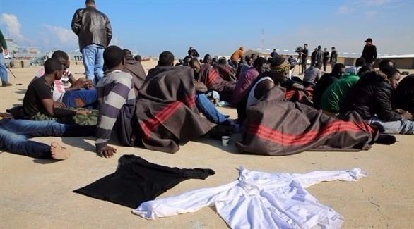 مهاجرون على ساحل ليبيا (إ ب أ)
