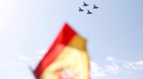 بالفيديو: تحطم طائرة إسبانية لدى مشاركتها في احتفالات العيد الوطني