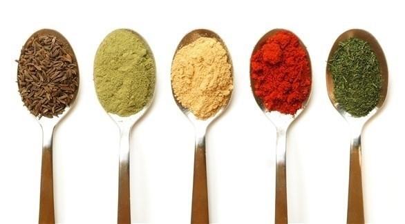أهم التوابل والأعشاب الضرورية في مطبخك