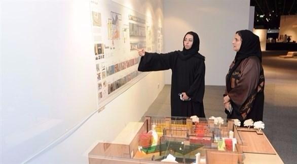 الشيخة لبنى القاسمي تتفقد معرض الخريجات بجامعة زايد (أرشيف)