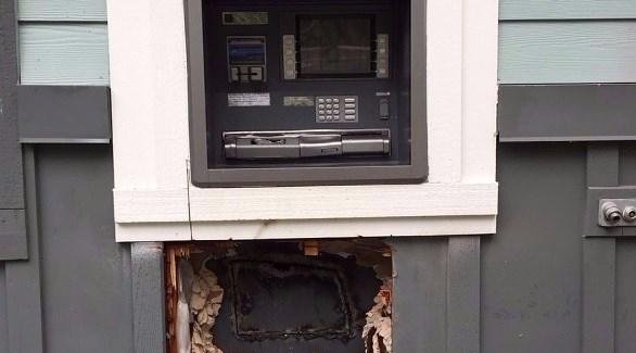 الصراف الآلي المحترق بعد محاولة سرقته (يو بي آي)