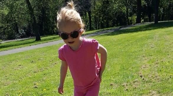 وُلدت لوسي بالمر بلا قزحية في عينيها (ميرور)
