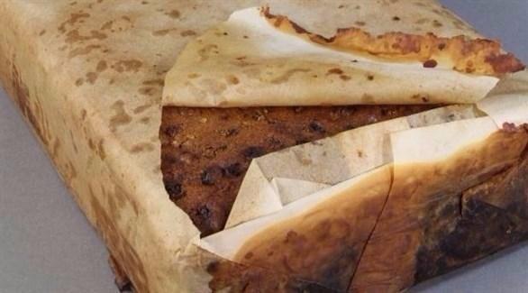كعكة فواكه عمرها 106 أعوام محفوظة