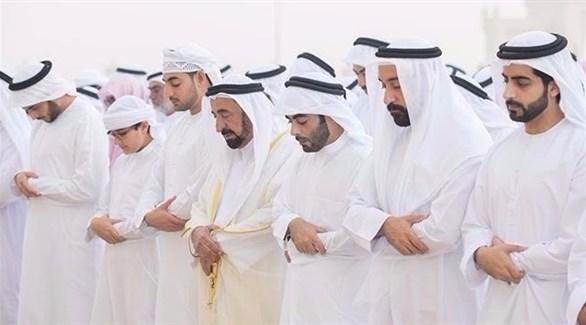 حاكم الشارقة يؤدي صلاة عيد الأضحى (تويتر)
