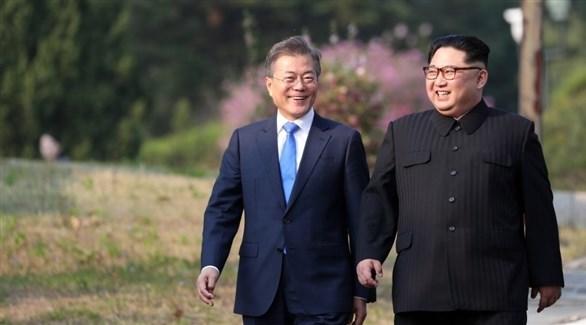 زعيم كوريا الشمالية جيم كونغ أون والرئيس الكوري الجنوبي مون جاي-إن (أرشيف)