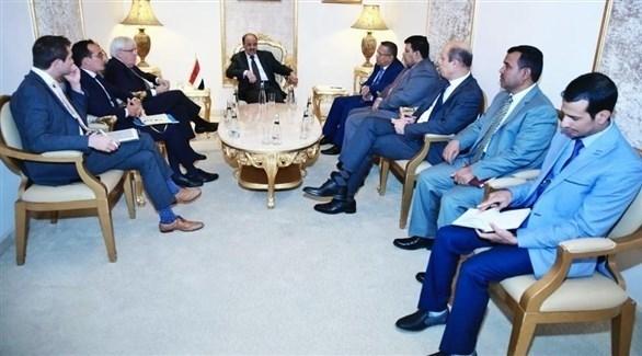 لقاء نائب الرئيس اليمني محسن بالمبعوث الأممي غريفيث (سبأ)