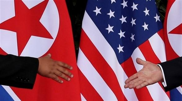 مصافحة تاريخية بين الرئيس الأمريكي ونظيره في كوريا الشمالية (أرشيف / رويترز)