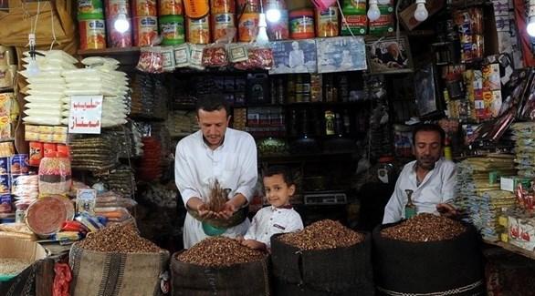 تجار في أحد الأسواق باليمن (أرشيف)