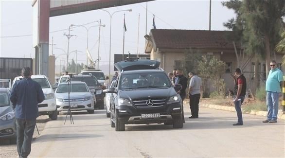 سيارت أردنية تغادر  معبر جابر الحدودي بين الأردن وسوريا (خاص24)
