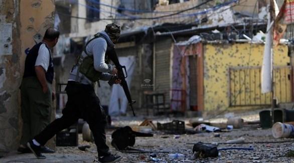 مسلحان فلسطينيان في مخيم المية ومية  بلبنان (أرشيف)