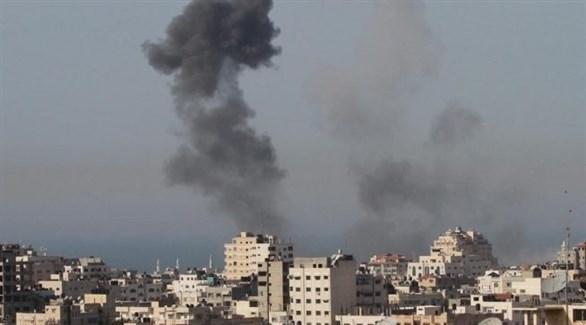 تصاعد الدخان في غزة بعد غارة إسرائيلية سابقة (أرشيف)