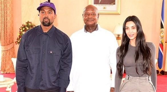 كيم كارداشيان وكاني ويست مع الرئيس الأوغندي