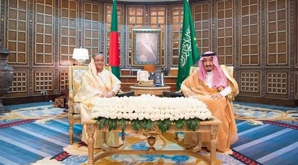 العاهل السعودي الملك سلمان بن عبد العزيز  مع رئيسة وزراء بنغلاديش حسينة واجد (أرشيف)