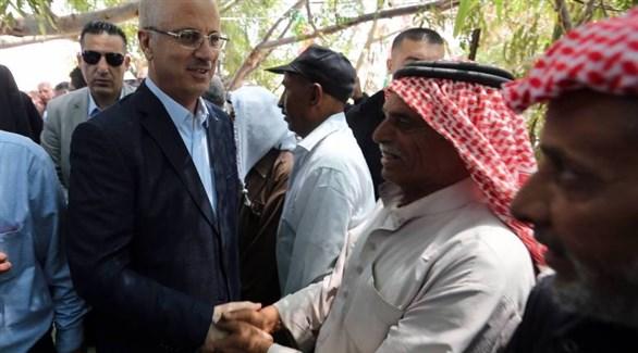رئيس الوزراء الفلسطيني رامي الحمدلله في قرية الخان الأحمر (رام الله نيوز)