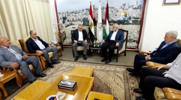 أعضاء حركة حماس والوفد الأمني المصري (تويتر)