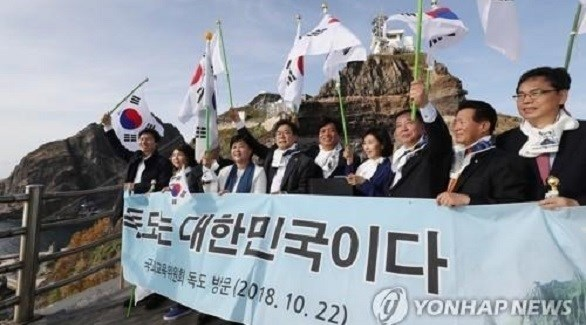مجموعة من نواب كوريا الجنوبية في زيارة لجزر دوكدو (يونهاب)