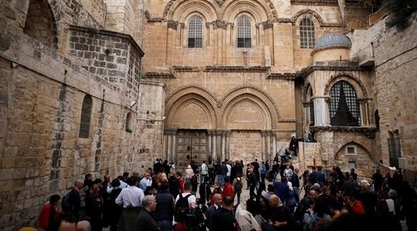 فلسطينيون أمام كنيسة القيامة في القدس (أرشيف)