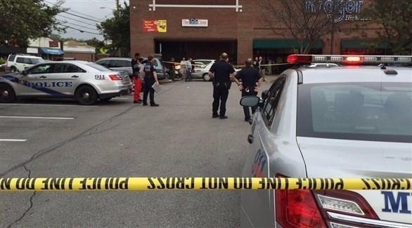 الشرطة الأمريكية تطوق المتجر المستهدف في لويزفيل (تويتر)