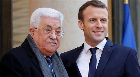 الرئيس الفرنسي إيمانويل ماكرون والرئيس الفلسطيني محمود عباس (أرشيف)