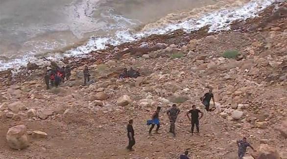 فرق الإنقاذ والدفاع المدني في الأردن تمشط منطقة اختفاء حافلة الطلبة (الغد الأردنية)