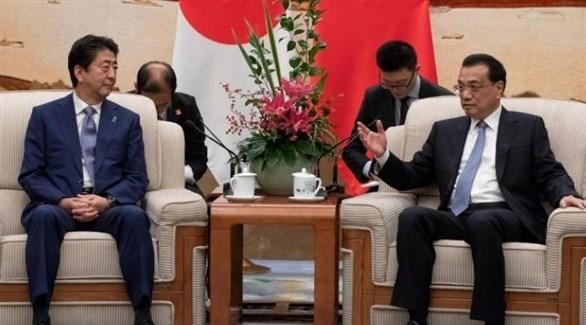رئيس الوزراء الصيني، لي كه تشيانغ،  ونظيرة الياباني، شينزو آبي (أرشيف)
